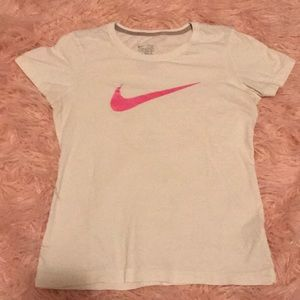 Excellent cond. Nike white t-shirt w/pink swish